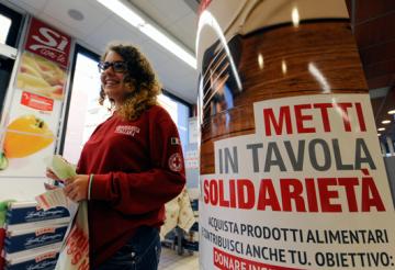 Croce-Rossa-Italiana-metti-in-tavola-la solidarietà-raccolta-banco-colletta-alimentare_CRI-marsala-petrsoino-marsalanews-supermercato-news-familia-