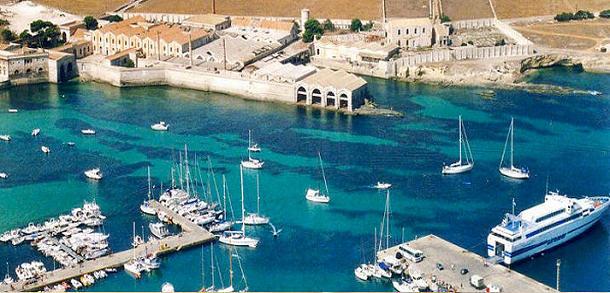 favignana-porto-isole-egadi-arcipelago-gac-isole-di-sicilia-marsala-news-cronaca-marsalanews