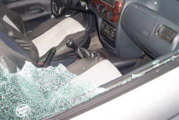 auto-danneggiata-raid-vandalico