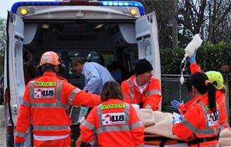ambulanza-servizio-118-soccorso-paziente