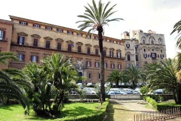 palazzo-dei-normanni-palermo-593x443