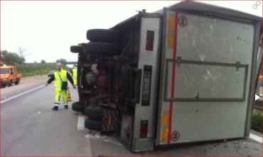 incidente-due-camiom-a29-palermo-mazara