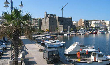 Guasto al traghetto, non arriva la benzina a Pantelleria: carburante razionato sull'isola