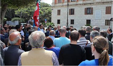 manifestazione-piazza-trapani-sindacati-prefetto