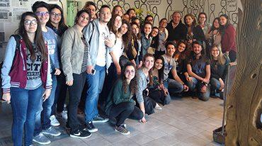 studenti-pascasino-in-visita-atelier-dell'arte-di-antonio-presti