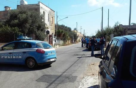 L'edificio in cui è avvenuto il ritrovamento del tunisino suicida