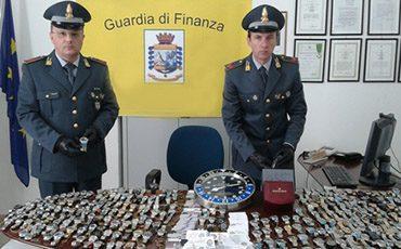 foto orologi di pregio contraffatti