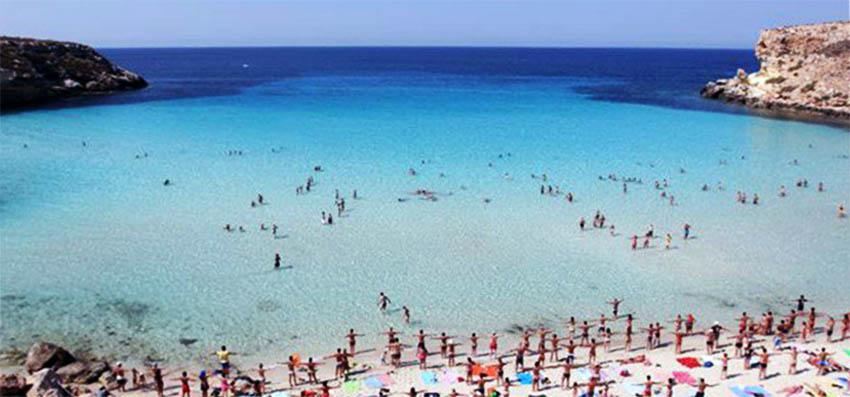 Spiaggia Dei Conigli E Cala Rossa Sono In Testa Alla Classifica