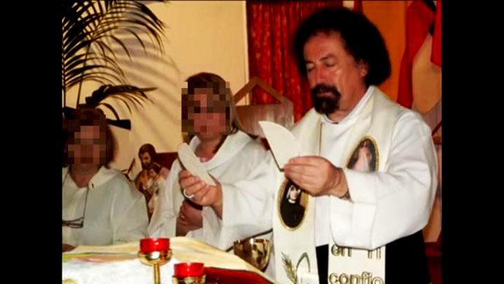 Prete cospargeva minori con olio santo e abusava di loro: arrestato
