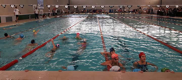 Marsala, un incontro di nuoto alla piscina comunale