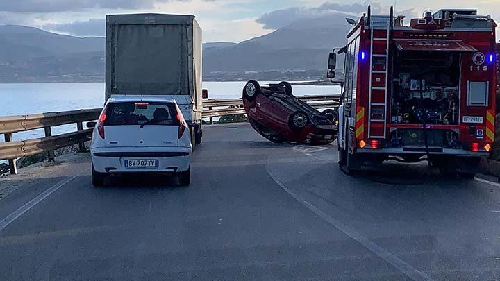 Auto cappotta sulla Provinciale Trapani-San Vito Lo Capo, ferita una donna