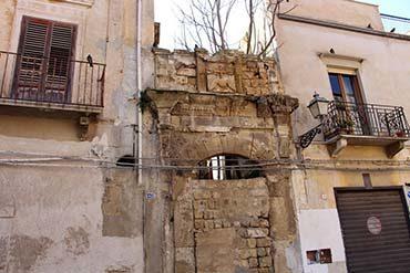 Marsala, chiesa di San Michele, si restaurano i portali