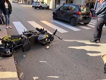 Trapani, scontro in via Fardella tra un'auto e una moto