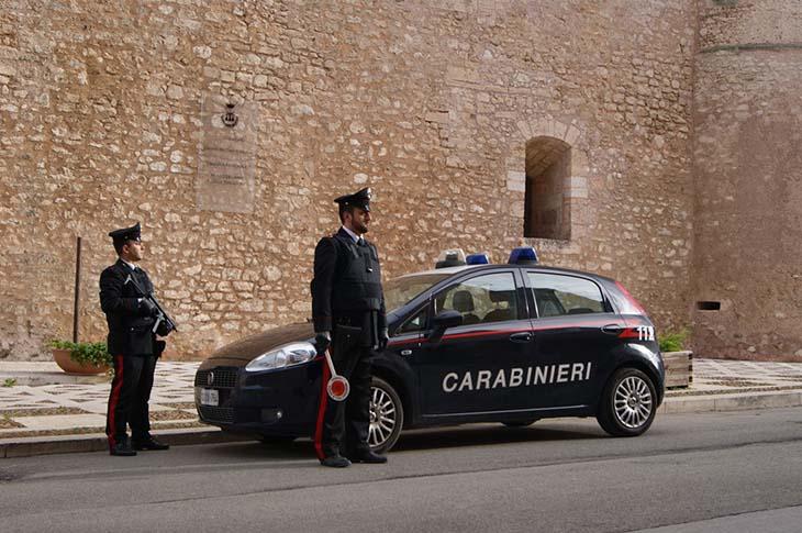 Aggredisce i Carabinieri con un martello, arrestato ad Alcamo