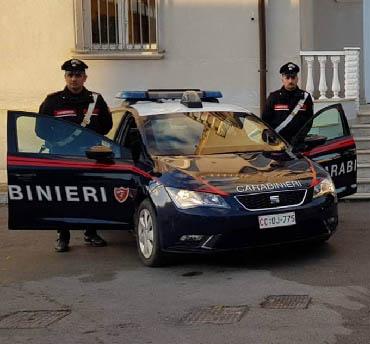 Marsala: rapinano un trentenne minacciandolo con una bottiglia, arrestati