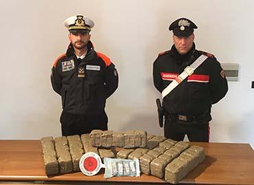 Marsala: ritrovato un pacco di droga spiaggiato