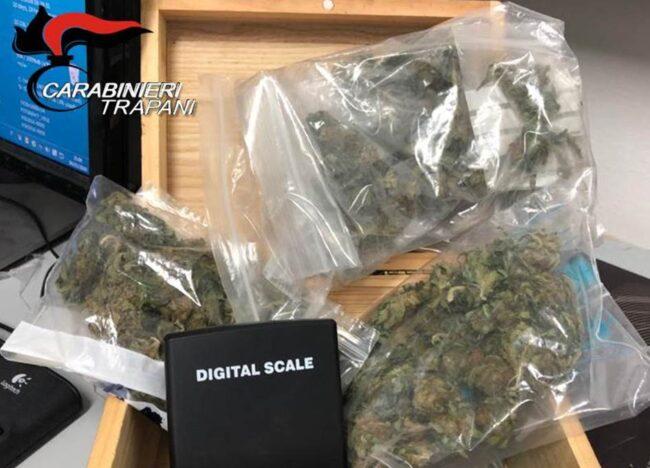 Marsala, andava in giro con mezzo chilo di marijuana, arrestato 26enne
